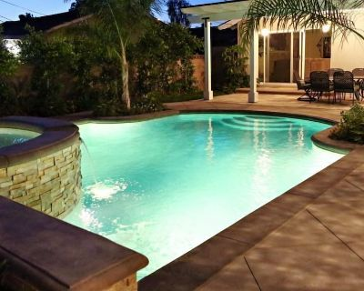 Highly Upgraded, 5 Bed, 4.5 ba, New Pool W/jacuzzi, 1/2 Mile Walk to Disney - Hermosa Village