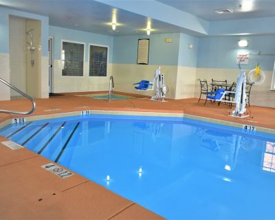 King Suite | Free Breakfast Buffet! Pool + Hot Tub Access - Northeast Heights