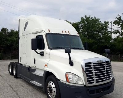 2017 FREIGHTLINER CASCADIA Day Cab Trucks Truck