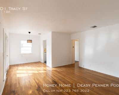 CHARMING DUPLEX IN PRIME LOCATION   MASSIVE COVERED DECK   FIREPLACE + SINGLE CAR GARAGE + NEST THERMOSTAT + LAUNDRY-IN-UNIT  