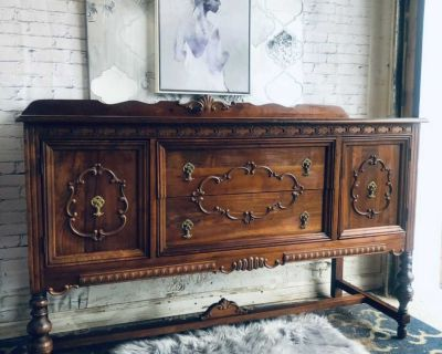 """ANTIQUE Solid Wood Buffet/Console/Storage-60""""x37""""x22""""-wood-220$ Laval chomedey"""