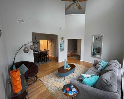 Cozy Home Near Airport, Shopping, Dining, & More! Now Featuring Vending Machine! - Fulton County