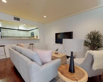 Modern West LA Apartment Right by the 405