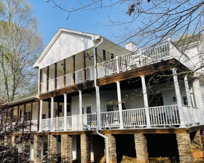 Beautiful luxurious waterfront house on lake Hartwell 20 minutes from Clemson - Townville