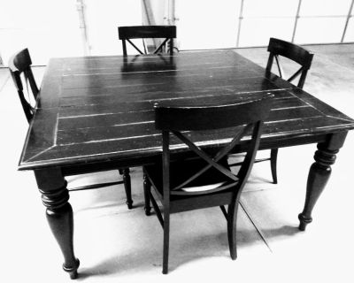 dinning table with leaf & 4 matching chairs