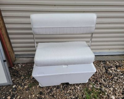 32 inch Boat seat/ice chest with back rest