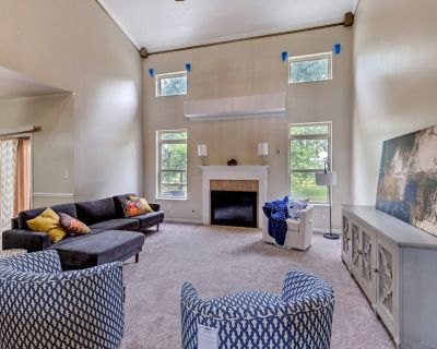NEW Listing! Incredibly Spacious Carmel Home With Fully Equipped Kitchen - 4700 Sq Ft! Sleeps 15! Pet Friendly! - Westfield