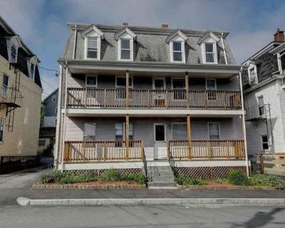 Flat For Rent In Lincoln, Rhode Island