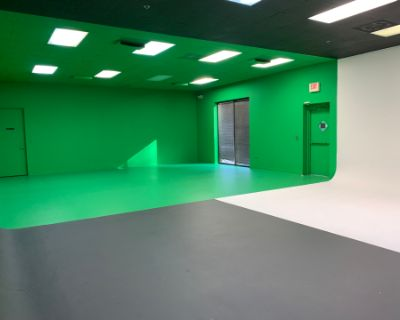 Private Photo/Video Studio with a Glam Room, Peachtree Corners, GA