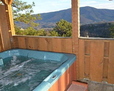Great Views 2 BR Sleeps 4 Hot Tub Jacuzzi Fireplace Kitchen Covered Decks Grill Minutes to Pigeon - Pigeon Forge