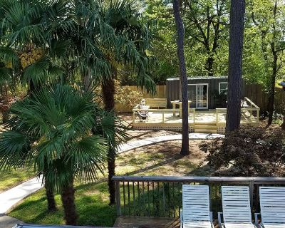 Tiny House & Huge Arcade just 5 miles To Six Flags Over Georgia - Lithia Springs