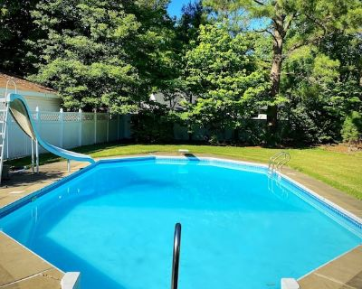 Super fun RV with access to our private pool, space for gatherings. - Portsmouth