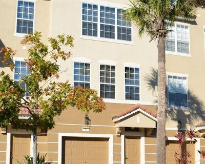 Elegant 3-story townhome @ Vista Cay - Give everyone the space they need! - Orlando