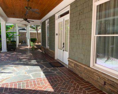 Vintage Guest House on Beautiful Estate, Alpharetta, GA