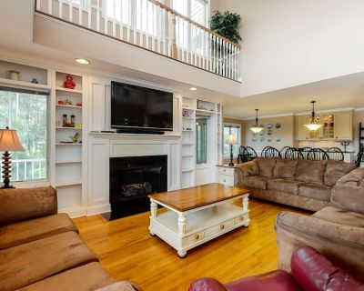 Downtown Bethany Beach House w/ gas Grill & Fireplace, Wifi & 2 Outdoor Showers - Bethany Beach