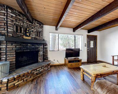 Family & Dog-Friendly Cabin w/ Free WiFi, Wood Fireplace, Deck, Balcony, Grill - Moonridge