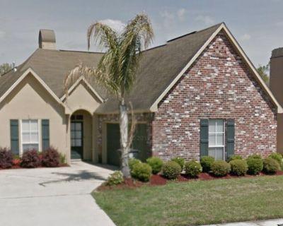 Modern House , 20 minutes from LSU , Target , Walmart just 10 minutes away . - Broadmoor