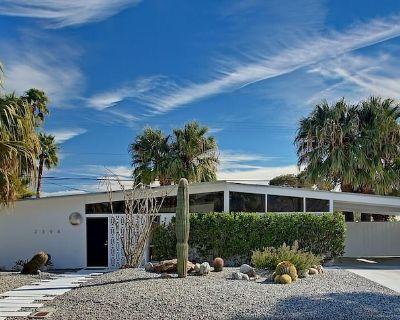 Willow Run true Mid-Century Modern in Beautiful Palm Springs - Racquet Club Estates