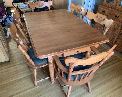 Retro Wooden 1980s Country-style Dining Room Table and Chairs