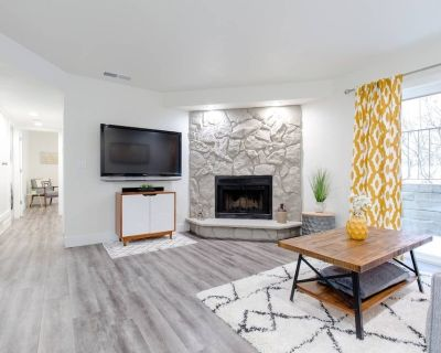 SANITIZED! Cozy Two Bedroom Condo, Freshly Updated, TV/Music in Every Room! - Aurora