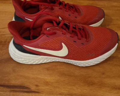 Boys Nike shoes, Size 4.5 Youth, Very Good Condition