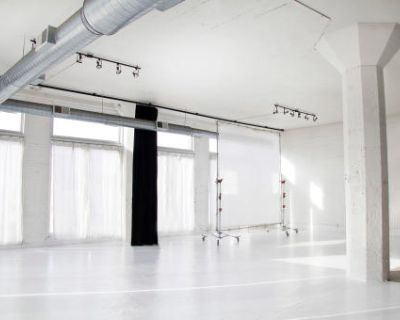 Beautiful Daylight Studio with Dreamy Light & Full Blackout Capabilities, Chicago, IL