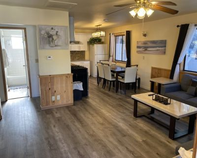 2 Room Cabin with Jacuzzi and Full Kitchen - Big Bear Lake