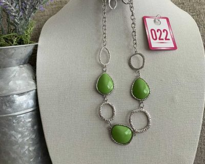 New Super Cute Green Necklace with Earrings set $5.33