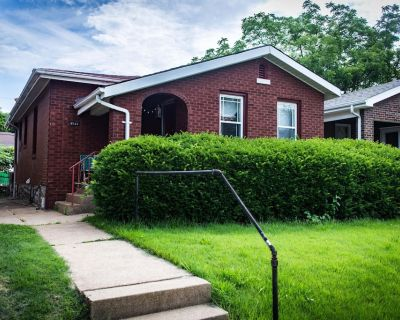 Unique Home w/Private Pool, Fenced Yard, Projector & 1920's Style Speakeasy! - St. Louis