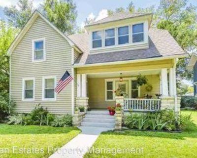1019 Houston St, Manhattan, KS 66502 4 Bedroom House