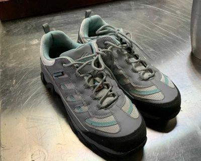 Women s Steel toe shoes size 9