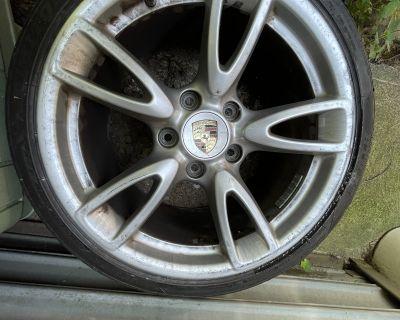 Porsche 911 rims for sale 18 with decent rubber