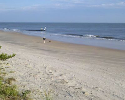 Affordable Beach Vacation 50 Steps from Ocean View Beach - Cottage Line