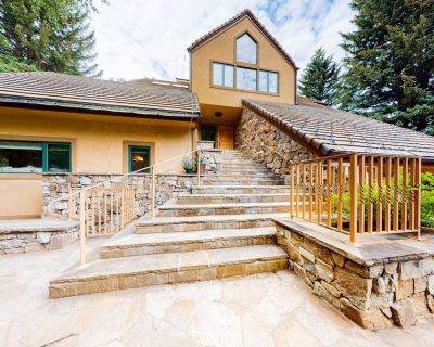 Dog-Friendly Lodge w/ a Private Hot Tub, Game Room, and Home Gym! - Beaver Creek