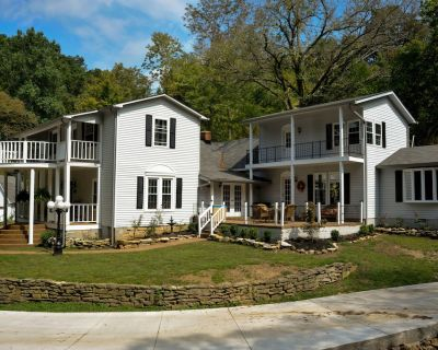 Expansive dream vacation home! Nashville country home newly remodeled - Bethpage
