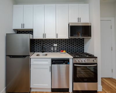 3D Tour!  2020 Rehab, All New, 1 Bed, 1 Bath, Granite, Stainless, Gym, Laundry, Bike Room