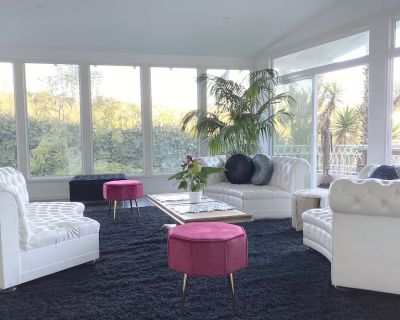 Hollywood Hills VIEWS & LOCATION Huge Living Room - Hollywood Hills