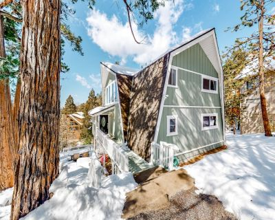 Family-Friendly Home w/ Soaring Ceilings, Free WiFi, Deck, and Private Gas Grill - Lake Arrowhead