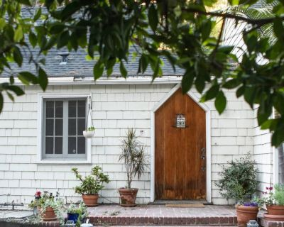 New Listing 15% Off Promo! Laurel Canyon English Cottage Home Sleeps 5 (Limited Time Only) - Mount Olympus