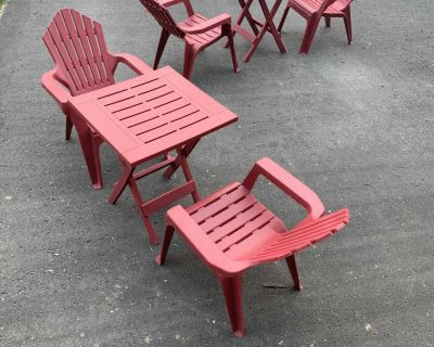 Toddler chairs and table - like new