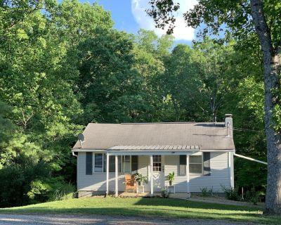 Kittle Pine Front Rental Cottage at Dock 2 of Burr Oak Lake - Glouster