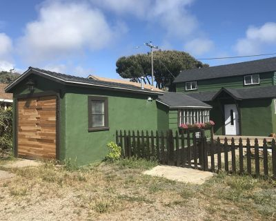Summer Cottage Getaway in Cambria - Lodge Hill