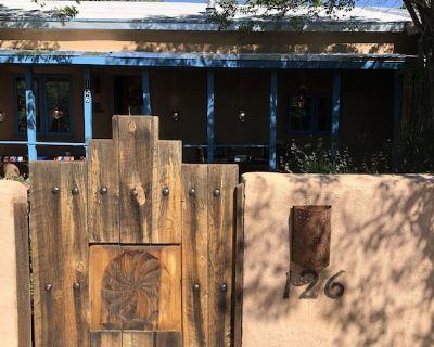 Lo Ma Chica casita, your home in the historic district - Taos