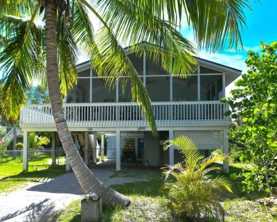 The Blue Pearl-walk to beach, 3B/2B with private jacuzzi and screened porch - North Captiva