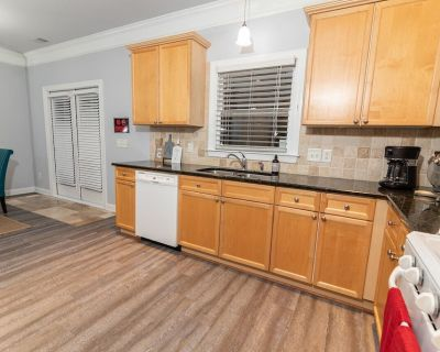Spacious comfortable house for large groups - Town Center