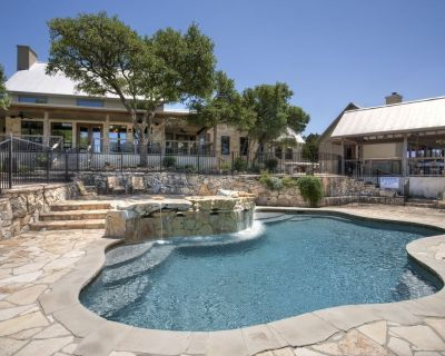 Rim Rock- DREAM HOME w/ Amazing View! Movie Theater, Pool, Hot Tub, Game Room - Wimberley