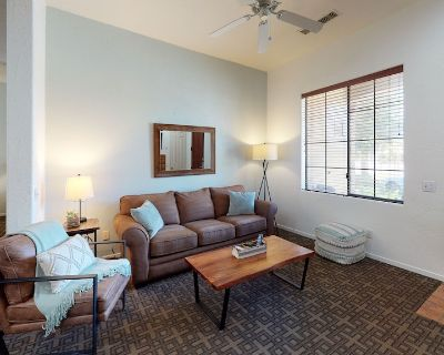 (CLR103) Downstairs One Bed, One Bath Condo Close to Old Town LQ - Village
