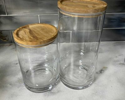 Set of 2 glass canisters with wood lids
