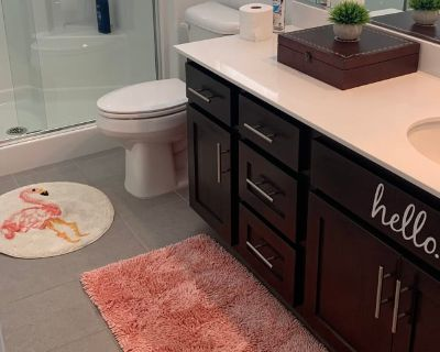 Private room with own bathroom - Jurupa , CA 92509