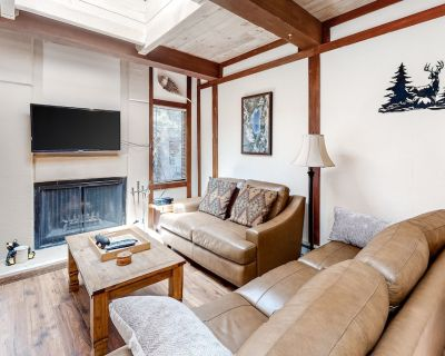 Spacious townhome w/ creekside patio & wood fireplace - 10-minute walk to lake! - Incline Village
